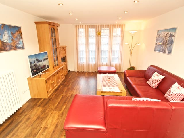 Cosy and familiar 5 bed flat