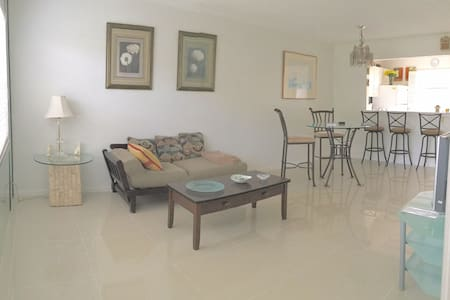 Spacious Apartment Pool/Gym/Parking - Lauderdale Lakes - Apartment