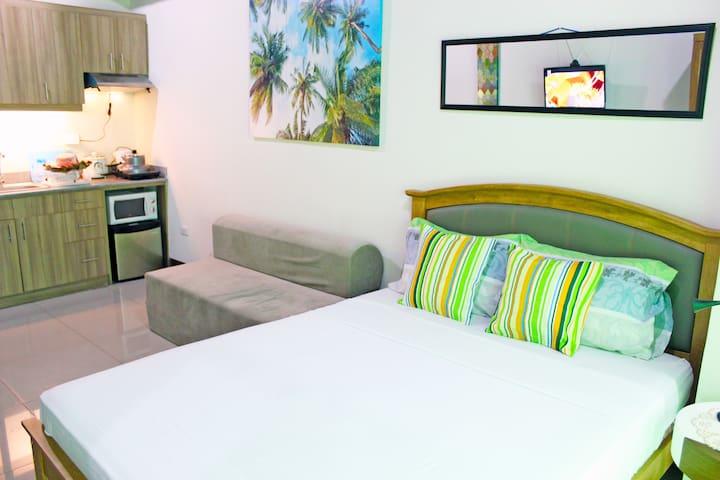 Tropical Vibes Room Near SM City Cebu & Robinsons