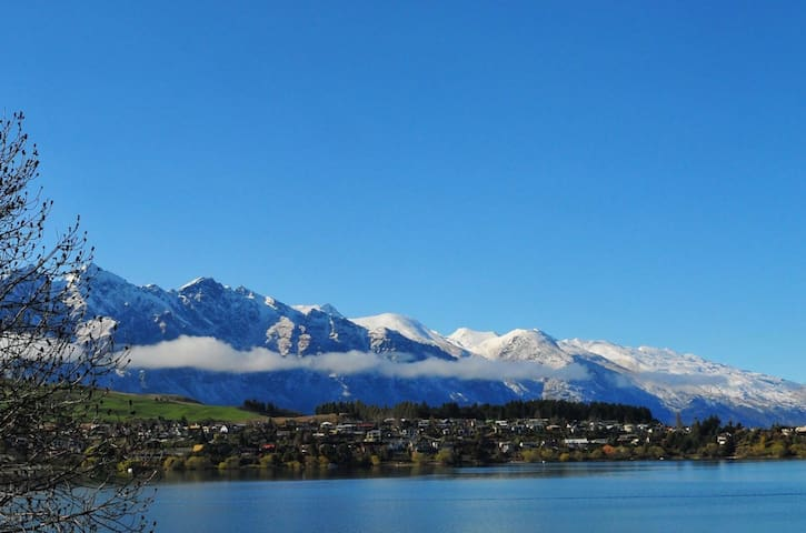 Waterfront Apartment, spectacular views. - Queenstown - Flat