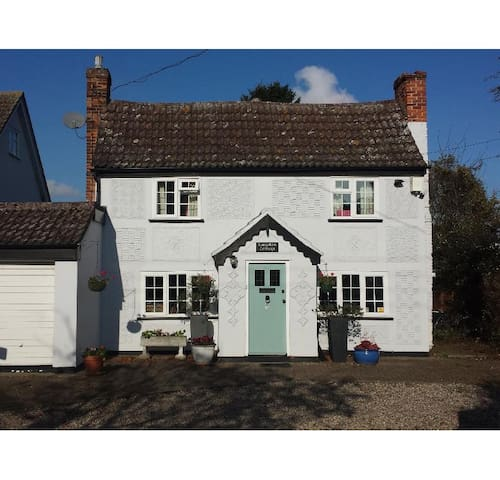 Country Cottage nr Stansted Airport 4bed-Star Room