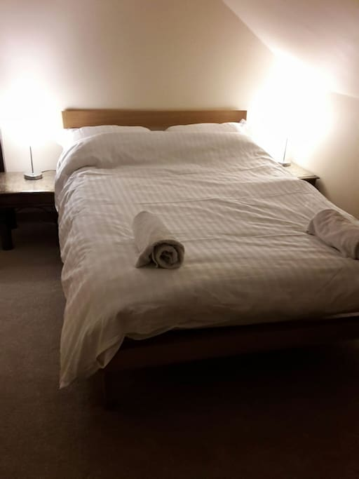 Large attic room with two beds houses for rent in for Beds glasgow