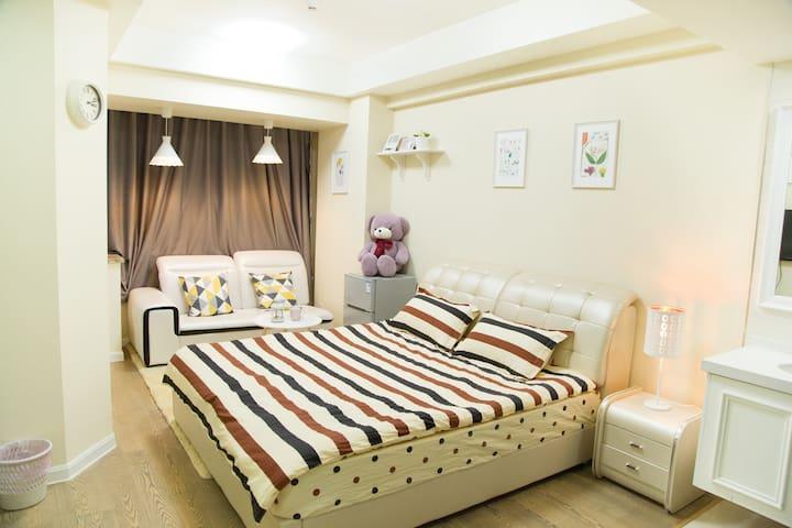 乐屋时尚公寓温馨大床11号线地铁南翔站