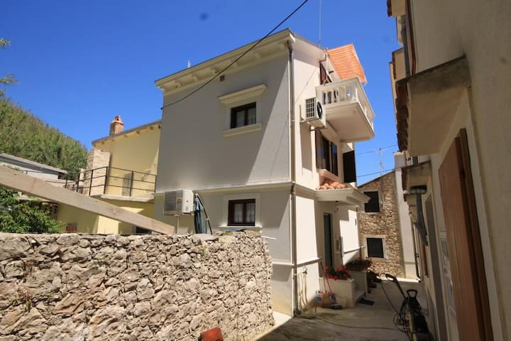 One bedroom apartment with balcony Susak, Lošinj (A-8047-a)