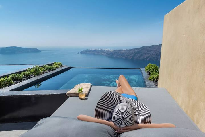 Allure Suite | Infinity Pool & Volcano View
