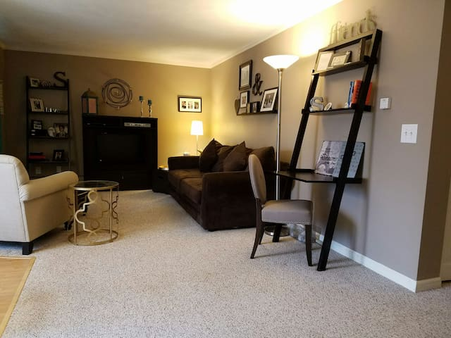 Cozy & Comfortable 2 Bedroom Condo - Lincoln - Apartment