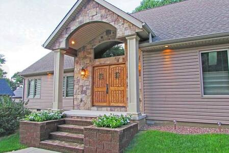 Beautiful Home, Central to Purdue & Downtown Laf - Lafayette - Hus