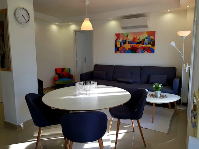 FRESHLY RENOVATED 2P NEAR ANTIBES AND JUANS
