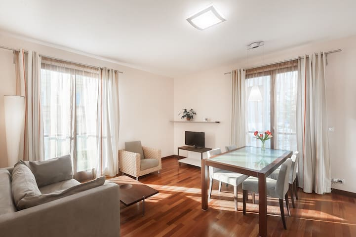 SUNNY apartment with A/C at Americka street