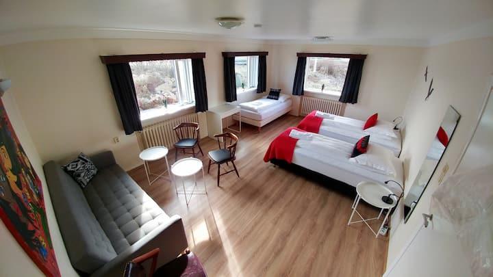 Sigurhæð Apartment Room 2