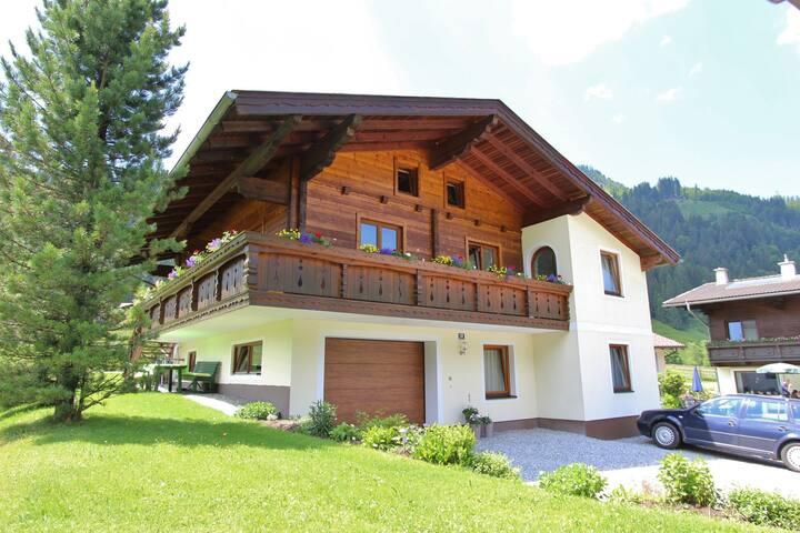 Spacious Apartment in Kleinarl near Ski Lift