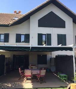 Habitación privada en chalet adosad - La Navata - Řadový dům