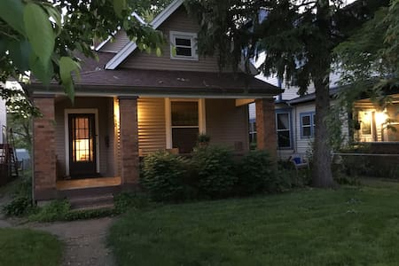 Fireplace Room! Cozy House 7 mins to downtown - Indianapolis - House