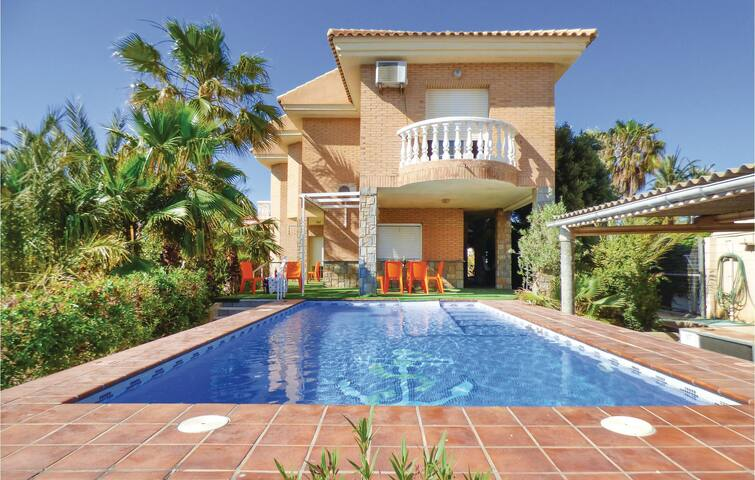 Holiday cottage with 7 bedrooms on 320m² in Cartagena