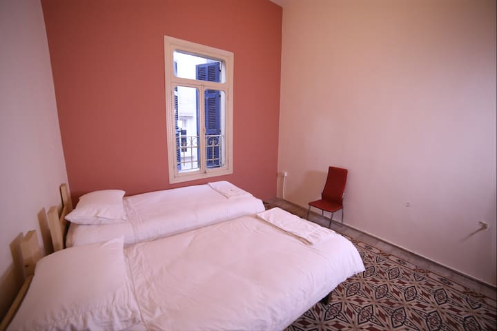 Central, Cozy Room (Two single Beds)