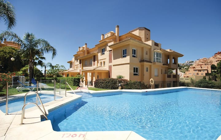 Holiday apartment with 2 bedrooms on 110m² in Calahonda