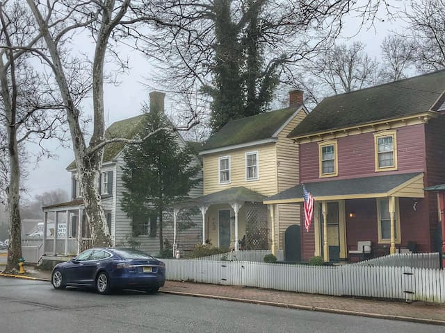 Chestertown's Little Red Cottage, Pet-Friendly
