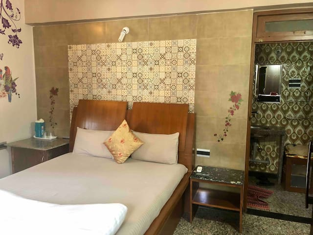 Couple friendly room with -WiFi ,induction MIRAMAR