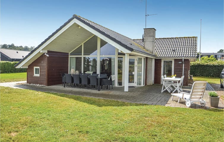 Holiday cottage with 3 bedrooms on 90m² in Sjølund