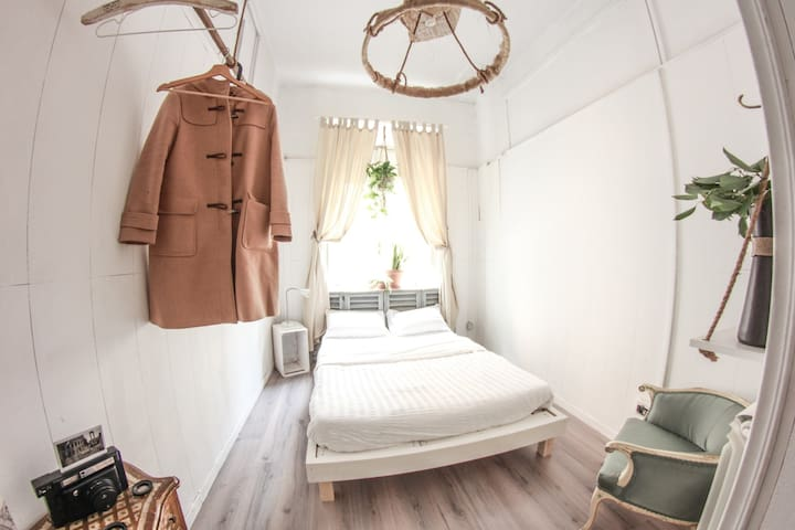 ★ Stylish BR in Artsy Vibrant APT in Trastevere ★