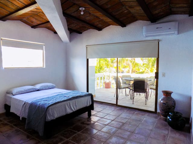 Casa Caracol-Private Room with Ocean View