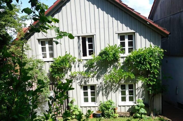 Sonniges Gartenhäuschen für 2+, Documenta-Nähe