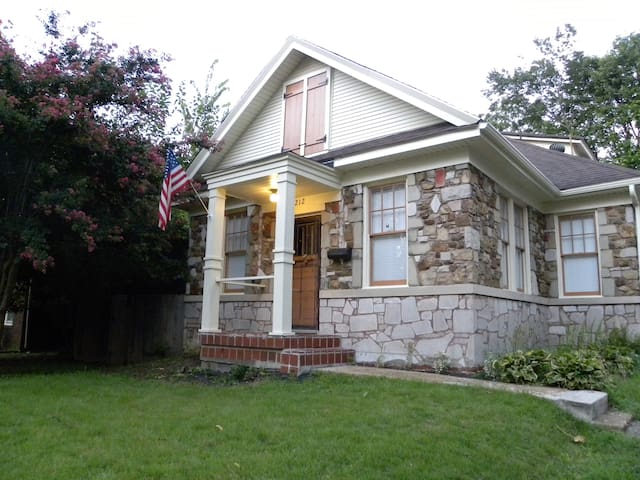 Charming historic stone cottage in Midtown! - Memphis - Casa