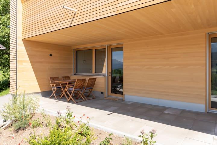 Die Terrasse kann frei benutzt werden