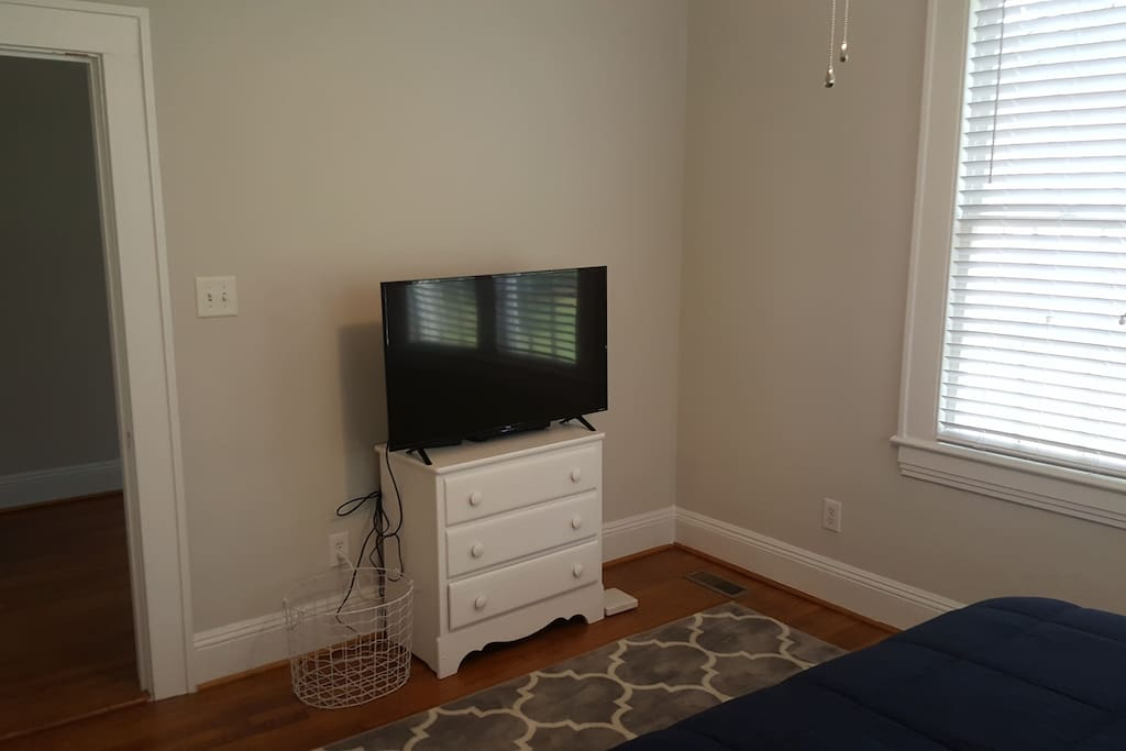 Bedroom ha Cable / Smart TV