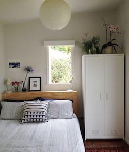 beautiful sunny garden sleepout - Auckland - Casa