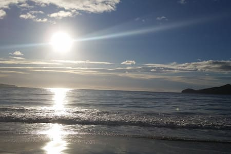 Bruny Is, Adventure Bay Cottage 2 minutes to beach