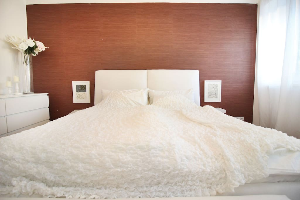 180x200 comfortable bed