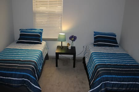 Beautiful Room/2 Twin beds/Disney/SeaWorld/Outlets - Orlando