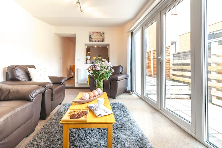 Central Apartment 5 minute walk from City Centre