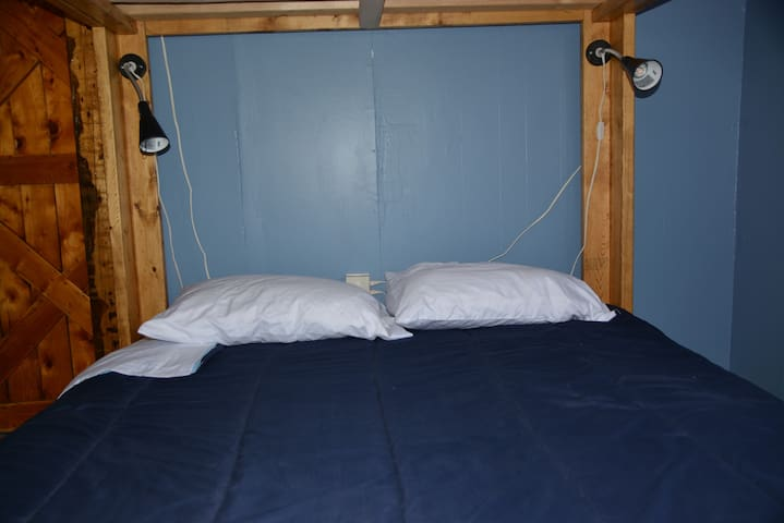 NYA Hostel - Seaside Suite-Lower Queen Bunk-Shared