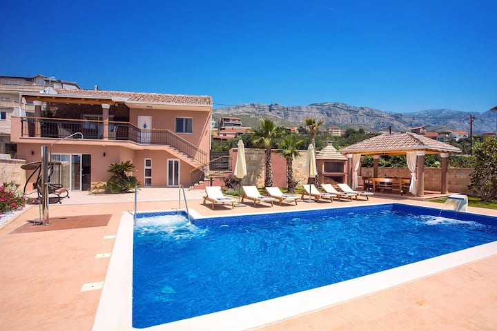 Villa Antura with private heated 50sqm pool, 3 bedrooms, 3 bathrooms, and  gym