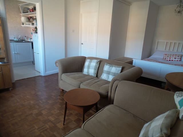 Open Plan Studio Flat in Stanmore. Close to London - Stanmore