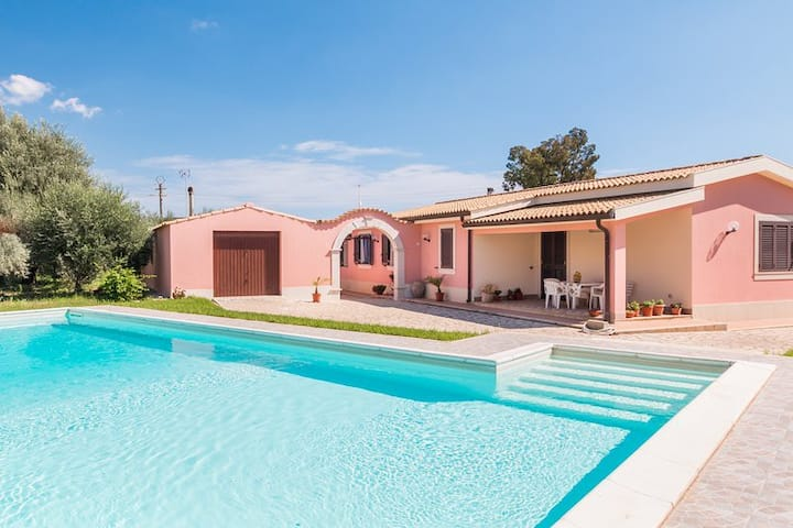 Carrubbo-house near the sandy beach with pool, parking & wi.fi