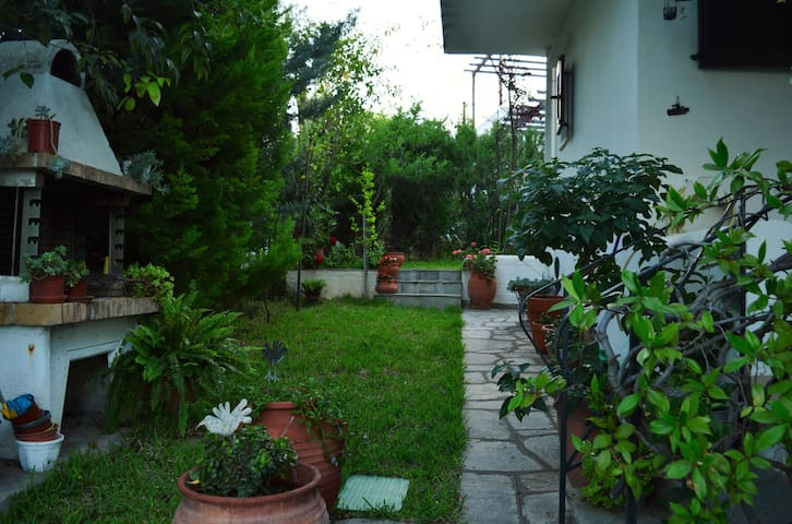 Sonia's  Apartment  - Private garden