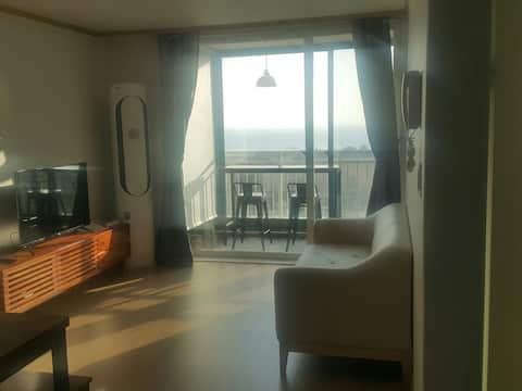 은비 하우스 (하조대 부근 바다전망 21평 아파트, 2 room)