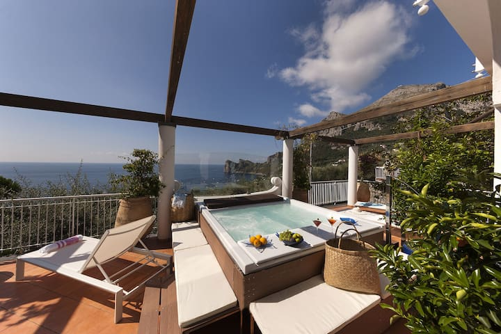 Villa Giove 1 with Swimming Pool, Sea View, Jacuzzi, Breakfast and Parking Near the Sea