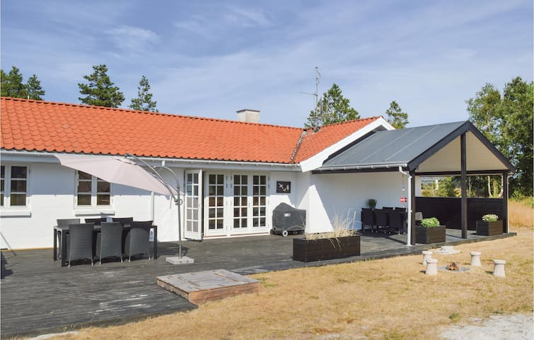 Holiday cottage with 3 bedrooms on 145m² in Strandby