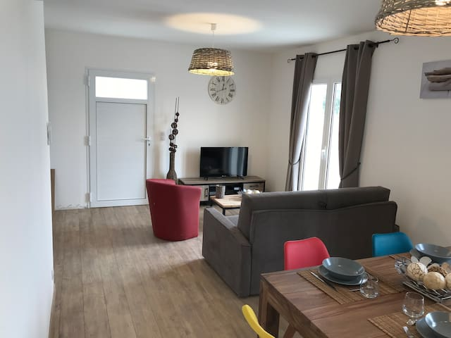 APPARTEMENT 2 A 4 PERSONNES PISCINE CHAUFFEE WIFI