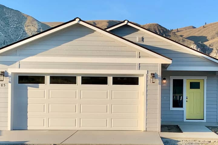 3 BR Sun Cove Weekly Rental just outside of Chelan