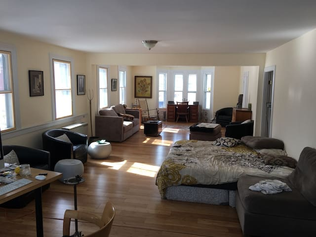 Bedroom sleeps 2 Steps to Town - Rockland - House