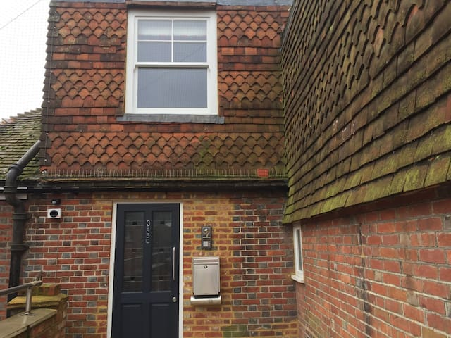 2 bed 2 bath Haslemere hideaway