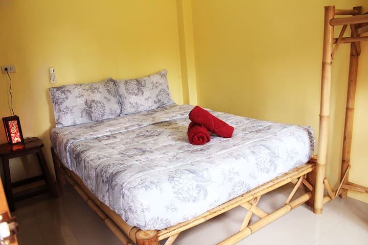 Queen Room with Balcony, Main backpacker area - Ko Pha-ngan
