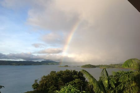 HELICONIA HALL FANTASTIC LAKE VIEW - Nuevo Arenal  - Szoba reggelivel