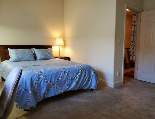 Sleeps 2-3 Downtown Skyline Night Views Fam & Pals