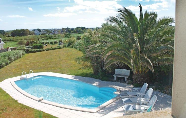 Maison face à la mer avec piscine